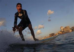حوار- صنّاع Gaza Surf Club يحكون رحلة هروب راكبي الأمواج من سجن الاحتلال