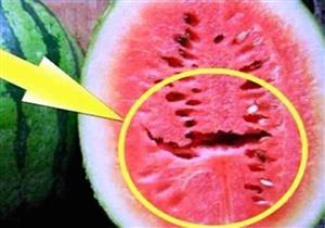 ماذا يعني وجود هذه الشقوق داخل البطيخ؟