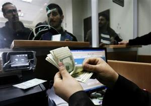 الدولار ينخفض أمام الجنيه في 3 بنوك بعد رفع أسعار الفائدة