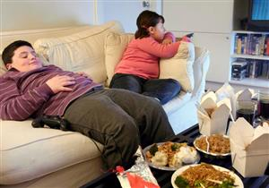 تناول الطعام والنوم بهذه الطريقة يحدان من بدانة الأطفال
