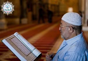 هل يُثاب المرء بالحسنات عند قراءة القرآن بنظره؟