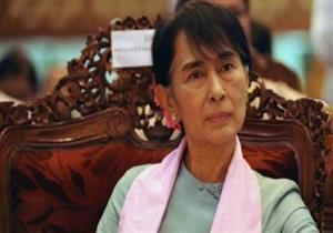 زعيمة ميانمار تتعهد بالوفاء بالتزامها بالسلام والديمقراطية خلال زيارتها للسويد
