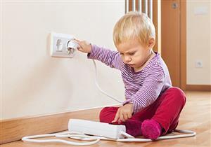 هذا ما عليك فعله عند تعرض طفلك لصعقة كهربائية