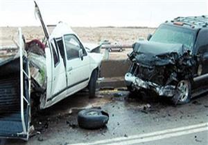 إصابة سائقين إثر تصادم سيارتين بالطريق الزراعي في أبو النمرس