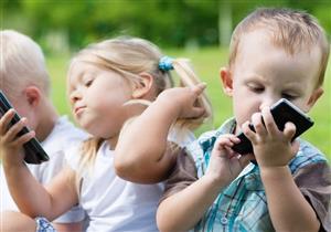 الاستخدام المفرط للهاتف الذكي يهدد طفلك بـ 3 أمراض