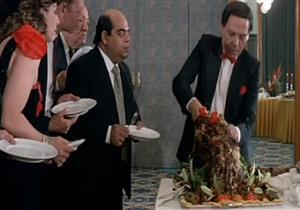 على طريقة حسن بهلول.. شخص يدعي أنه أمير لحضور الحفلات وتناول الأكل مجانًا