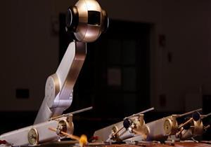 فيديو - تطوير روبوت يؤلف ويعزف الموسيقى مثل البشر