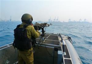 الاحتلال الإسرائيلي يستهدف مراكب الصيادين قبالة سواحل وسط غزة