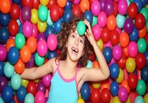 تعرف علي خطورة لعب الأطفال في أحواض الكرة الملونة