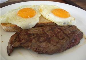 في هذه الدولة.. توجيهات للحوامل بتجنب تناول اللحوم والبيض