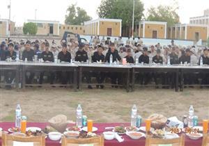 """بالصور.. """"أمن الوادي الجديد"""" تنظم إفطارًا جماعيًا لقيادات المحافظة والجنود"""