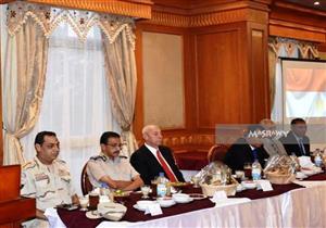 بالصور.. محافظا أسوان والأقصر في مائدة إفطار قطاع أسوان العسكري