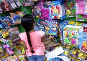 """لعب الأطفال حبيسة المحلات بسبب الغلاء.. في العيد """"كفاية بالونة"""""""