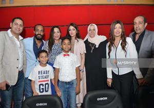 """بالفيديو والصور- تدافع الجمهور على محمد رمضان لالتقاط الـ""""سيلفي"""""""