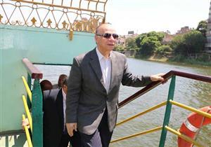 محافظ القاهرة يستقل أتوبيسًا نهريًا.. ويشدد على توافر الاشتراطات الأمنية للركاب