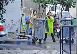 حكومة اليونان تحث عمال جمع القمامة المحتجين على العودة إلى العمل