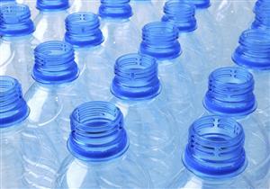 """عبوات المياه البلاستيكية """"المعاد استخدامها"""" تهدد خصوبة الرجل والمرأة"""
