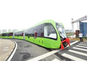 بالفيديو.. الصين تكشف عن أول قطار بدون قضبان في العالم