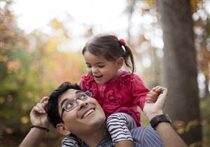 دراسة: إنجاب الإناث يطيل عمر الأب