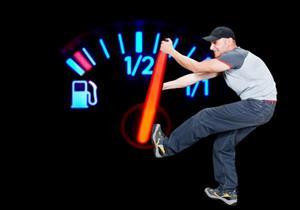 7 أشياء ترفع من معدل استهلاك السيارة للوقود.. تجنبها