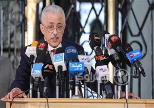"""وزير التعليم لطلاب الثانوية: """"اللي جاب 50 و 60 % شاطرين والعيب في الامتحان"""""""