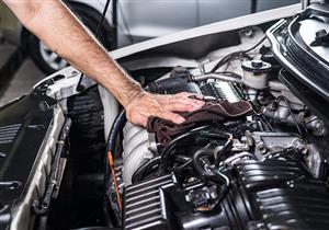 بالفيديو.. بأدوات بسيطة يمكن إعادة محرك السيارة إلى حالته الأولى