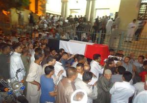 هتافات معادية للإرهاب خلال تشييع جنازة شهيد البدرشين بالفيوم (صور)