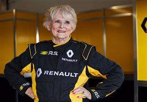 بالفيديو.. سيدة عمرها 79 عامًا تقود سيارة سباقات فورمولا-1