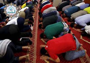 أدخل المسجد لصلاة الجماعة فأجدهم مثلا سجود فهل أدخل معهم أم أنتظر حتى يقوم الإمام للركعة من أولها ؟