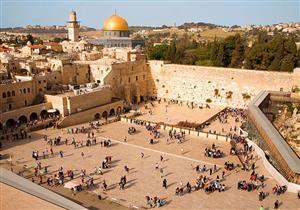 زيارة القدس الآن .. تطبيع أم واجب ؟!