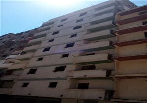 """بالصور.. إزالة عقار مائل جديد في عزبة """"الشامي"""" بالإسكندرية"""