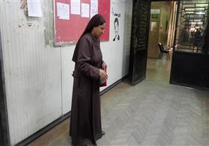 """""""الخدمة حياة"""".. راهبة تسجّل رغبات طالبة مغتربة في مكتب التنسيق"""