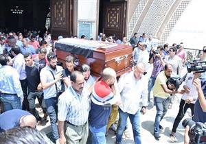 بالصور- 7 لقطات من جنازة عمرو سمير أبرزها حضور الداعية مصطفى حسني وانهيار والدته