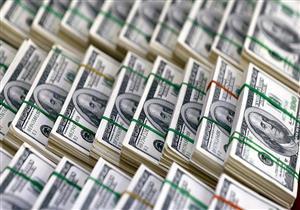 الدولار يتراجع في 5 بنوك مع نهاية تعاملات الاثنين.. (جدول)
