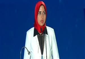 موقف محرج لفتاة أثناء مؤتمر الشباب بالإسكندرية - فيديو