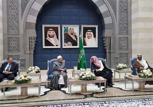 بالصور.. شيخ الأزهر يصل السعودية لأداء مناسك العمرة وسط استقبال رسمي