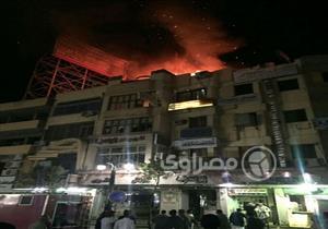 بالصور.. السيطرة على حريق في عقار بشارع المحطة بالأقصر