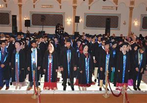 بالصور - رئيس جامعة بورسعيد يشهد احتفالية تخرج طلاب كلية التجارة