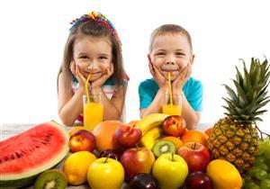 هذه كمية عصير الفواكه المناسبة لطفلك يوميًا بحسب عمره