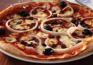 """طريقة عمل """"بيتزا بالرومي والسجق"""" - أميرة شنب"""