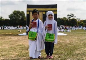 بالصور والفيديو: نماذج المحاكاة لمناسك الحج للأطفال تجربة دينية مفيدة
