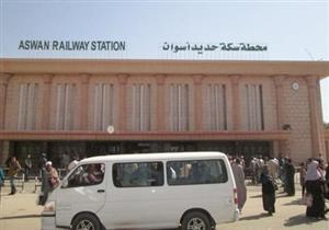 تكدس المسافرين والأجانب بمحطة أسوان بعد إضراب سائقي القطارات