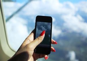 بالفيديو :رحلة سقوط هاتف من الطائرة