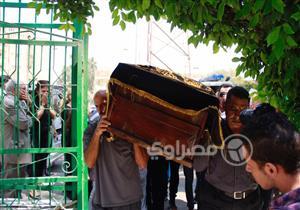 بالصور- وصول جثمان رفعت السعيد لمسجد المقطم
