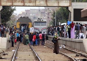 """بالصور.. مواطنون بالمنوفية عن القطارات: بدون أبواب وكهرباء """"شبه علبة السردين"""""""