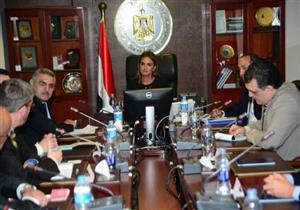 سحر نصر تبحث زيادة استثمارات شركات الأدوية الأمريكية بمصر