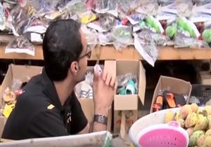"""مراسل """"أبوظبي الرياضية"""" يفاجئ بائعة تين بهدية غالية - فيديو"""