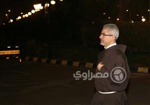 بالفيديو - بدء توافد النجوم على عزاء محفوظ عبد الرحمن