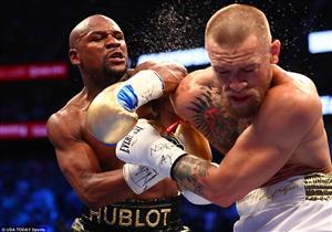 """الملاكم الأمريكي مايويذر يهزم الايرلندي ماكجريجور بالقاضية في نزال """"المليار دولار"""""""