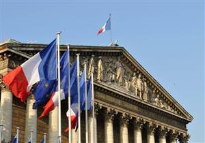 البرلمان الفرنسي يحظر توظيف أقارب النواب والوزراء كمساعدين لهم
